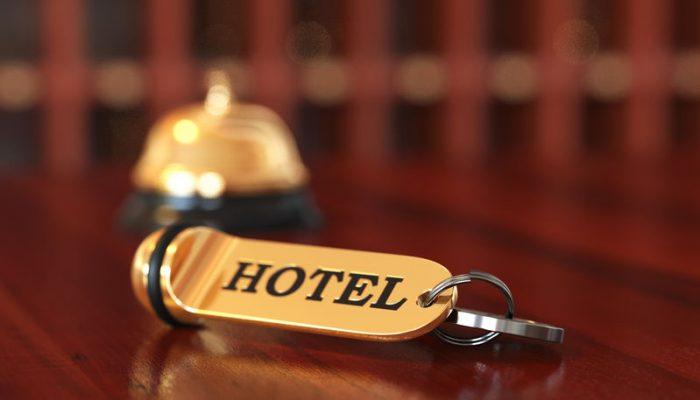 Brand hotel door één sprinklerkop geblust