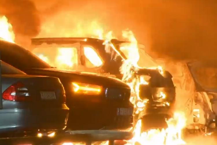 Geen sprinklers in parkeergarage; meer dan 300 auto's verwoest