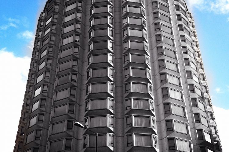 Britse regering verplicht sprinklers in appartementen boven 11 meter
