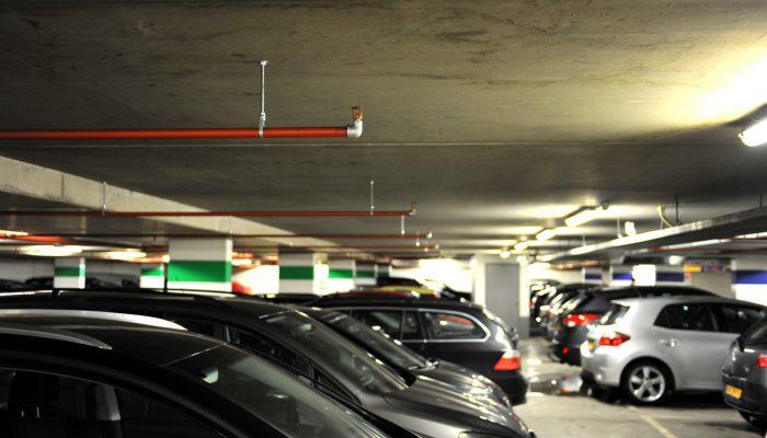 Brandweer en elektrische voertuigen in parkeergarages